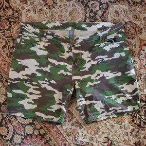 Ladies Loralette camouflage shorts size 20